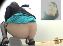 Девушки какают в туалете смотреть онлайн