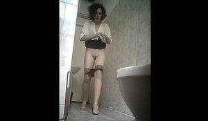 Женщина конкретно спалилась в туалете поликлиники